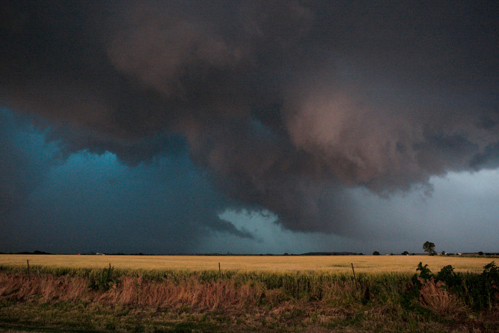 . Large clouds are seen as a tornado passes south of El Reno, Oklahoma May 31, 2013. Violent thunderstorms spawned tornadoes that menaced Oklahoma City and its already hard-hit suburb of Moore on Friday, killing a mother and her baby, and officials worried that drivers stuck on freeways could be trapped in the path of dangerous twisters. One twister touched down on Interstate 40 and was headed toward Oklahoma City.  REUTERS/Bill Waugh