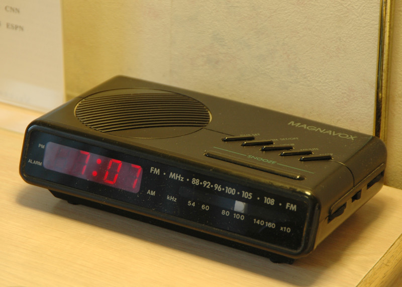 Magnavox clock
