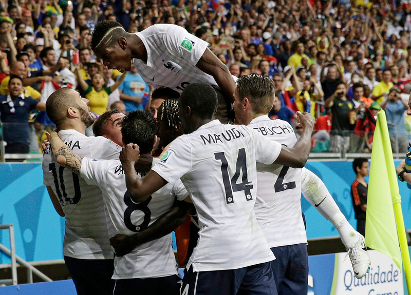 . French players celebrate after France\'s Karim Benzema, left,  scored his side\'s fourth goal during the group E World Cup soccer match between Switzerland and France at the Arena Fonte Nova in Salvador, Brazil, Friday, June 20, 2014.    (AP Photo/Christophe Ena)