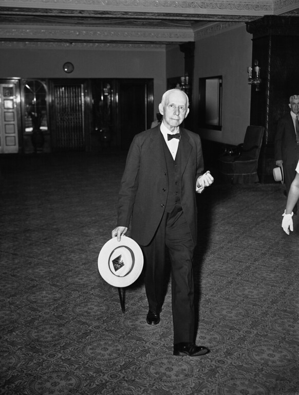 . Shown leaving his home for the final session of the present term of the Supreme Court is Associate Justice Willis Van Devanter who participated in the court\'s work for the last time on June 1, 1937 in Washington.   His recently announced retirement became effective at the end of the present term.  He was appointed in 1911. (AP Photo)
