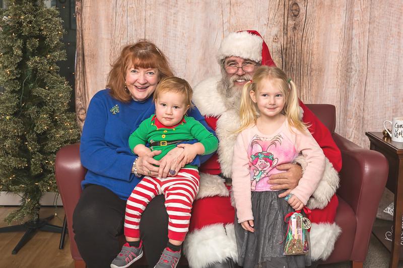Ameriprise-Santa-Visit-181202-4970.jpg