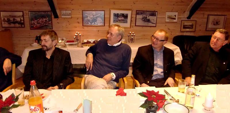 Jan Kåre, Einar, Svenn Erik og Svein Olav konsentrerer seg for å få med poenget.