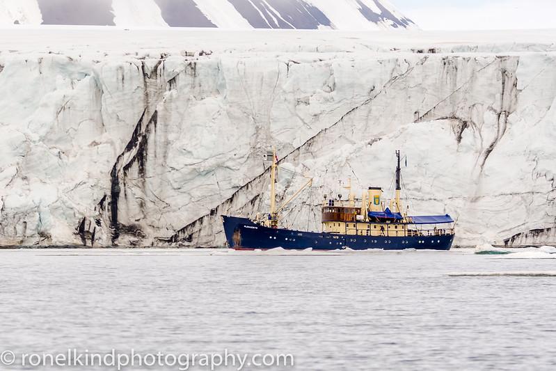 M/S Stockholm next to glacier.