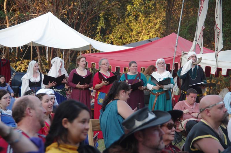 Gleann Abhann Choir sings as the laurel ceremony begins