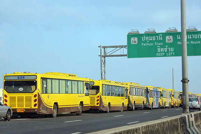 Buses on the Don Muang Expressway (10Nov)