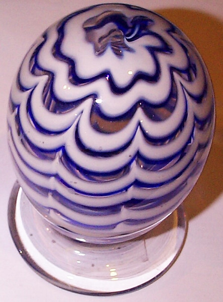 """DCP04971Exp-Swag Spiral on Pedestal...Strathearn Experimental Swag Spiral in blue and white on a clear pedestal base, 4.7"""" tall x 3.2"""" wide and 29.0 ozs. Pedestal base is concave and polished smooth. No label, circa 1978 to 1980. acquired 02-04-11."""