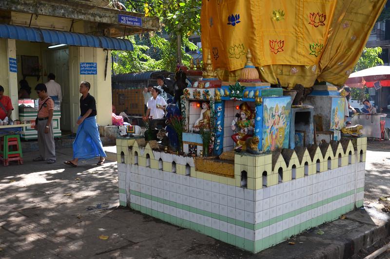 DSC_3486-shwe-bontha-st-shrine.JPG