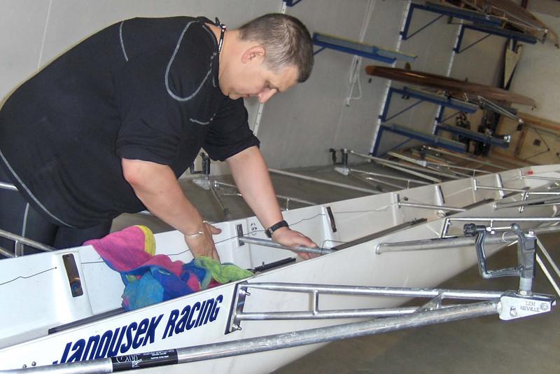 Neil Smith vasker båt