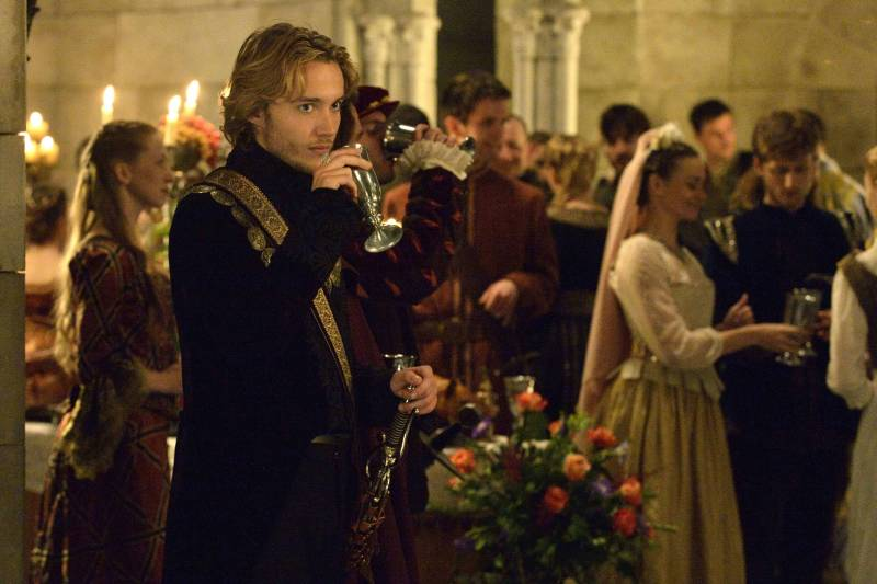 . Pictured: Toby Regbo as Prince Francis -- Photo: Ben Mark Holzberg/The CW -- © 2013 The CW Network, LLC.