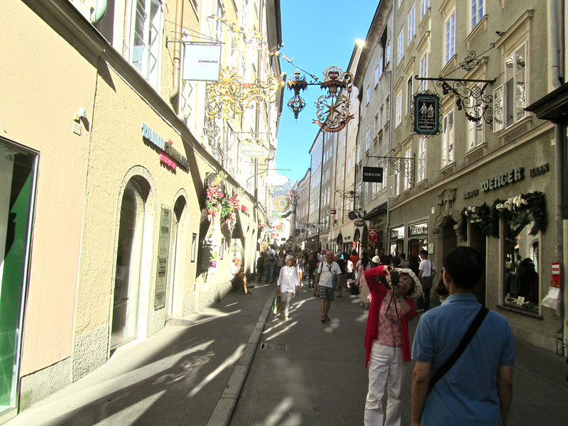 Getreidegasses street outside Hotel