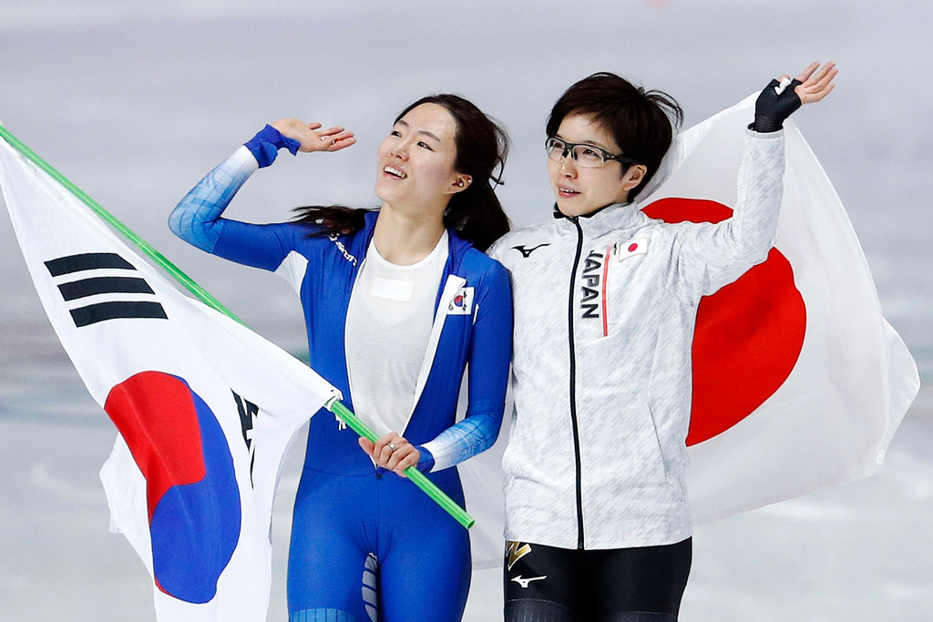 . Gold medalist Japan\'s Nao Kodaira, right, and silver medalist Lee Sang-hwa of South Korea celebrate after the women\'s 500 meters speedskating race at the Gangneung Oval at the 2018 Winter Olympics in Gangneung, South Korea, Sunday, Feb. 18, 2018. (AP Photo/John Locher)