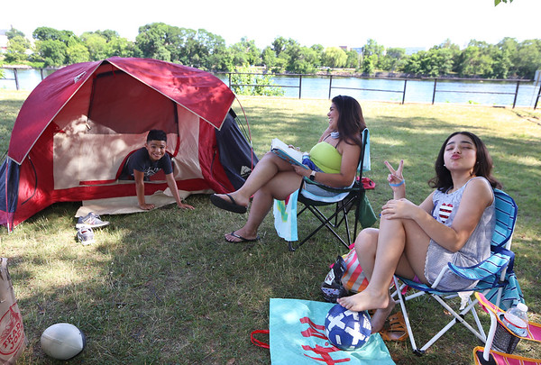 4th of July by Merrimack River 070420