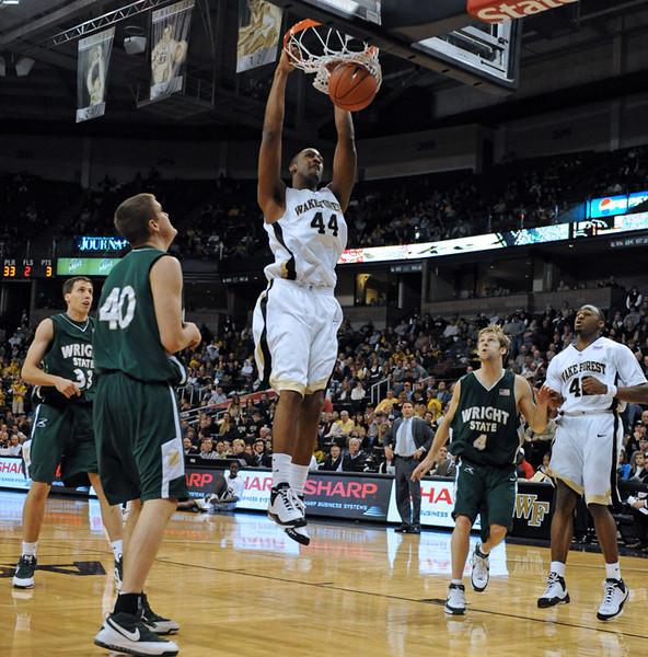Weaver dunk.jpg