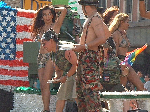 Pride Parade 2001-82.jpg
