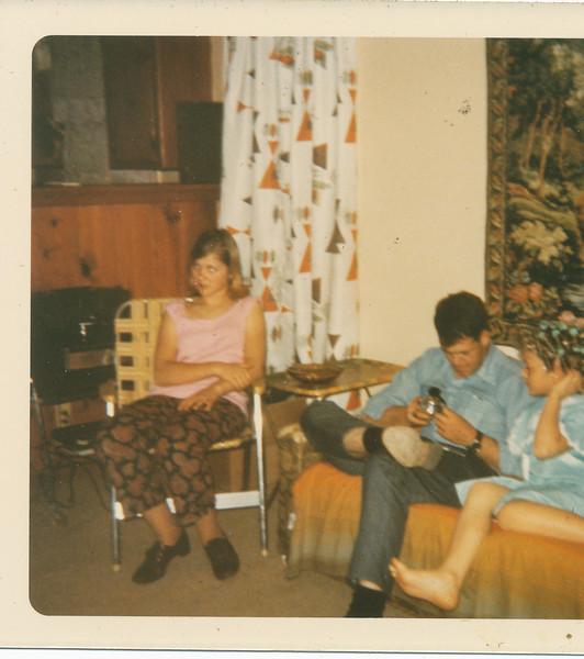 Jeanette, Max & Shari 1970.jpg