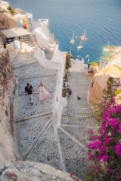 Honeymoon-photographer-Santorini-05.jpg