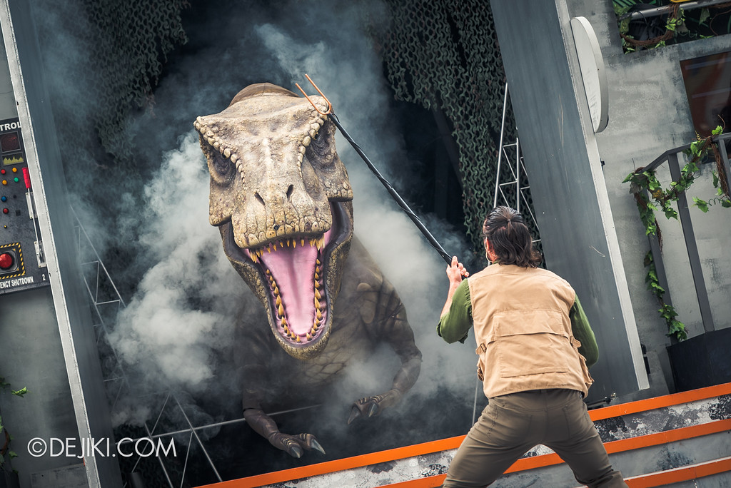 Universal Studios Singapore Park Update - Jurassic World Explore and Roar event - Jurassic World: ROAR! show / Tyrannosaurus rex attack