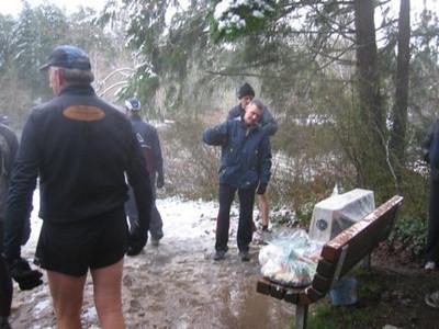 2005 New Year's Day Memorial Run - Bob Reid setting the clock