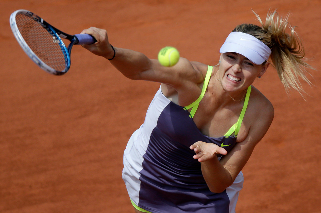 . Russia\'s Maria Sharapova serves to USA\'s Serena Williams during the 2013 French tennis Open final at the Roland Garros stadium in Paris on June 8, 2013. AFP PHOTO / KENZO TRIBOUILLARD/AFP/Getty Images