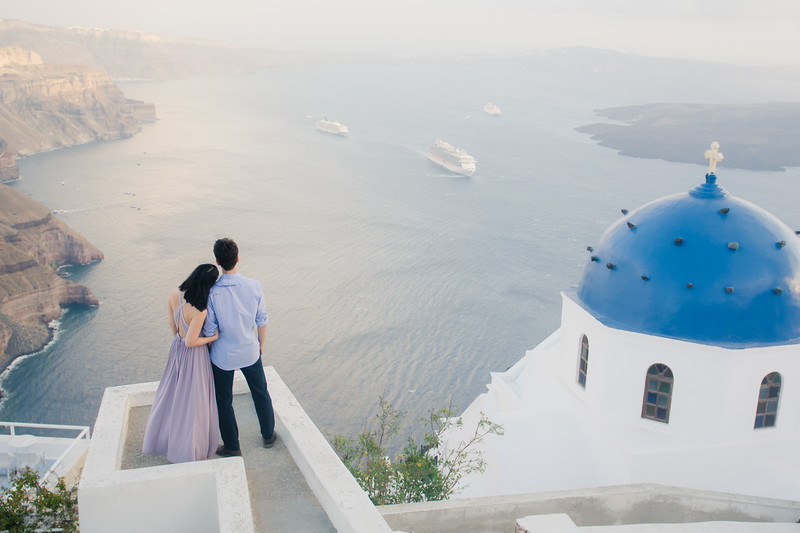 Santorini-photo-shoot-relaxed-natural-soft-couples-session-Anna-Sulte-004.jpg