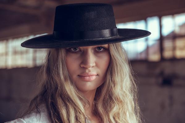 Amanda Knots - Fashion