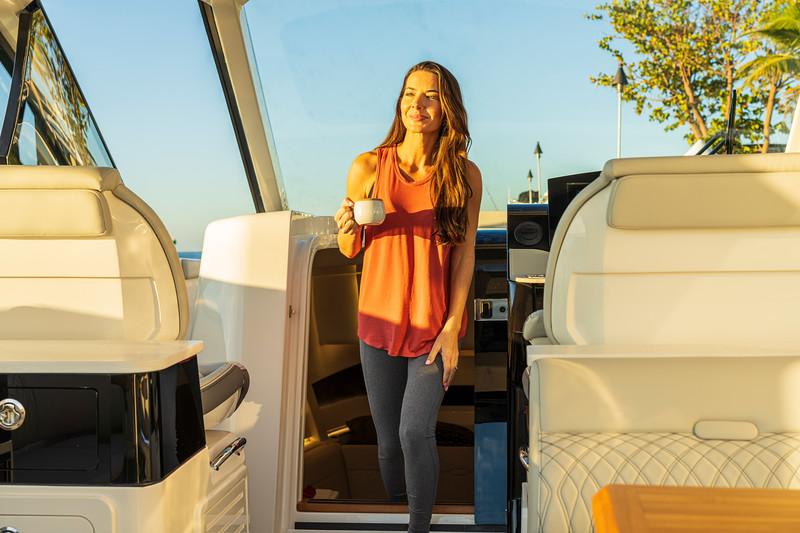 2021-Sundancer-370-Outboard-DAO370-lifestyle-woman-cockpit-cabin-access-door-06554.jpg