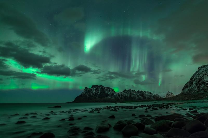 Uttakleiv beach aurora northern lights lofoten norway.jpg
