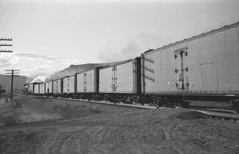 UP_4-6-6-4_3966-with-train_Echo_Aug-29-1947_013_Emil-Albrecht-photo-0222.jpg