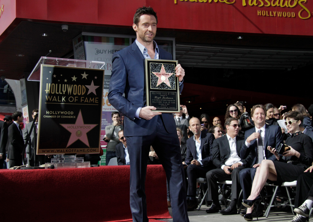 Description of . Actor Hugh Jackman poses during ceremonies honoring him with a star on the Hollywood Walk of Fame in Hollywood, California, December 13, 2012. REUTERS/Jonathan Alcorn