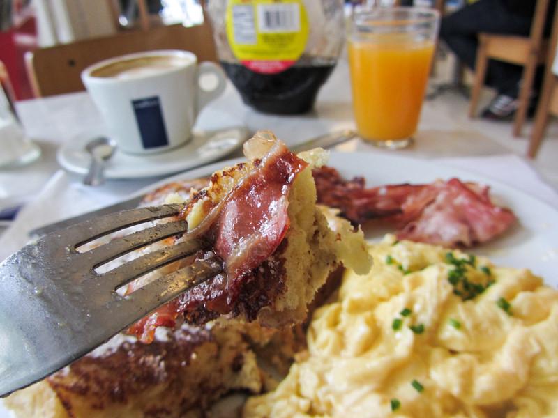 Buenos Aires 201204 Cafe Crespin (3).jpg
