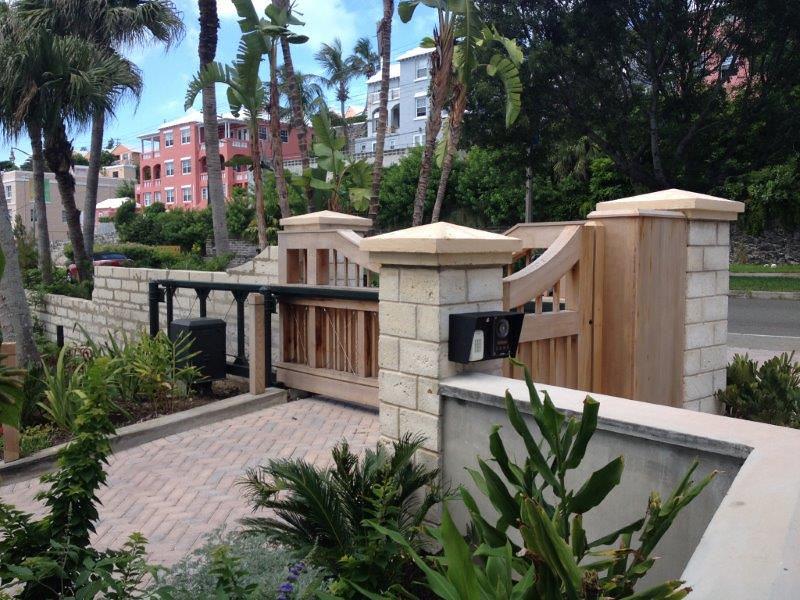492414 - 92 - Hamilton Bermuda - Custom Mahogany Slide Gate