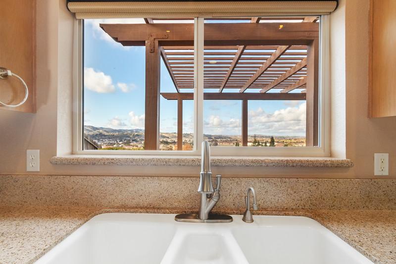 299 Montebello Oaks 16 Kitchen.jpg