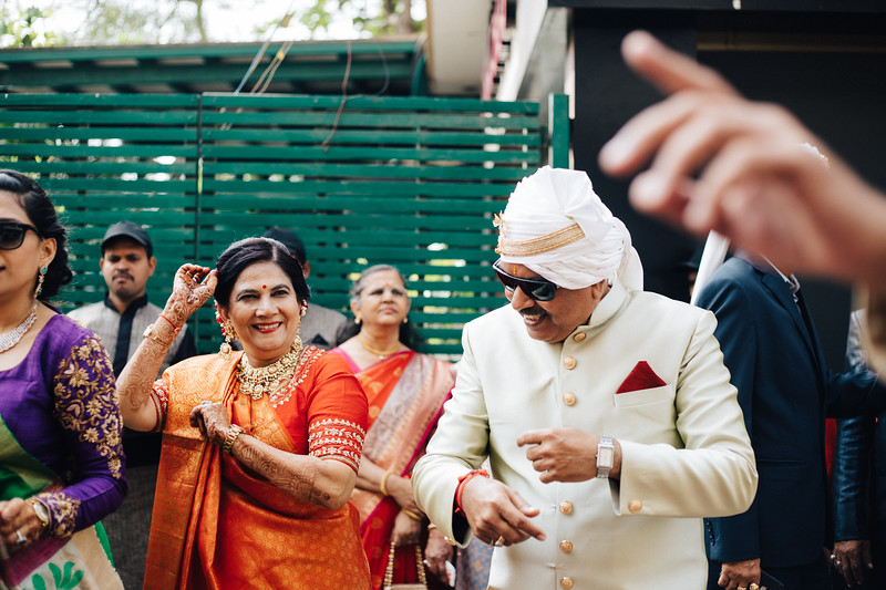 Poojan + Aneri - Wedding Day EOSR Card 1-1061.jpg