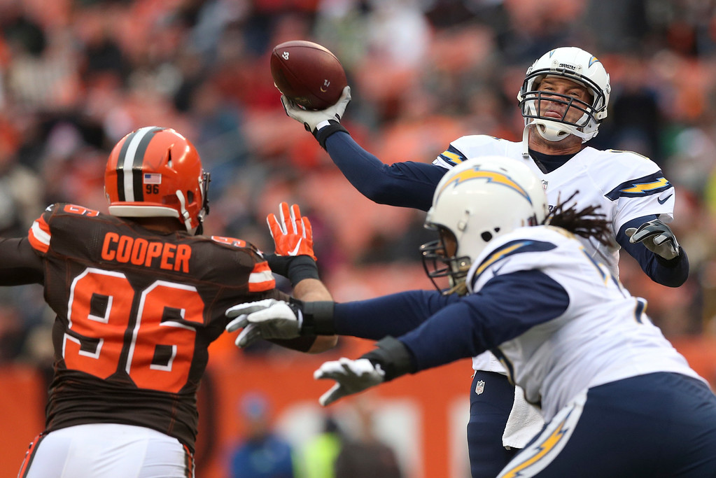 . San Diego Chargers quarterback Philip Rivers passes against the Cleveland Browns in the first half of an NFL football game, Saturday, Dec. 24, 2016, in Cleveland. (AP Photo/Aaron Josefczyk)