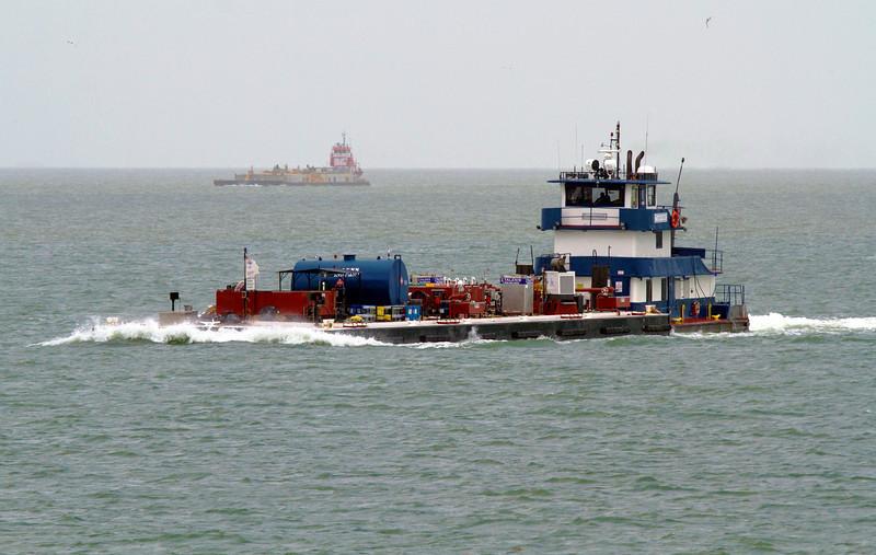 tugboatcomingfast3.jpg