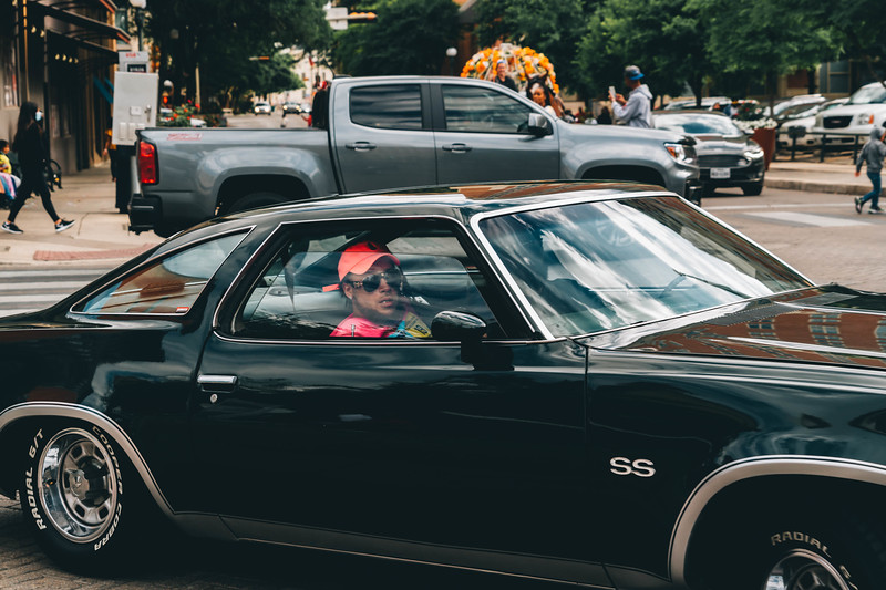Black classic car Pink had driver.jpg