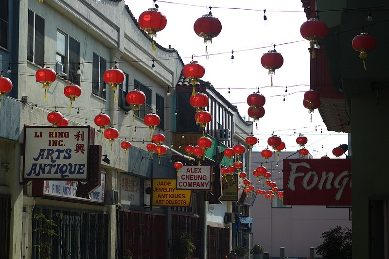 ChinatownWestPlaza019-SignsAndDecorations-2006-10-25.jpg