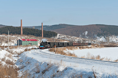 SY #0477 drifts past Taiping coke works on the way to Xifeng