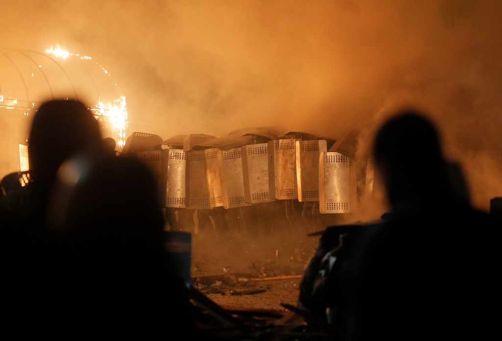 . Riot police storm Kiev\'s Independence Square, the epicenter of the country\'s current unrest, Kiev, Ukraine, Tuesday, Feb. 18, 2014.  (AP Photo/Efrem Lukatsky)