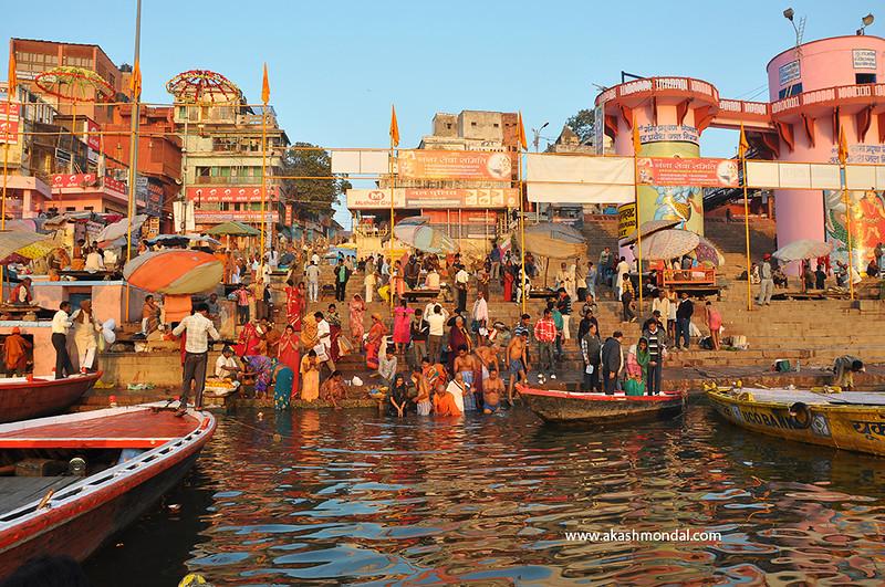 Varanasi-GhatMorningActivity.jpg