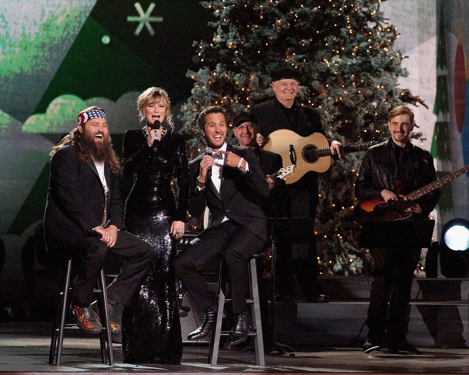 . Duck Dynasty\'s Willie Robertson, Jennifer Nettles and Luke Bryan perform during the CMA 2013 Country Christmas on November 8, 2013 in Nashville, Tennessee.  (Photo by Erika Goldring/Getty Images)