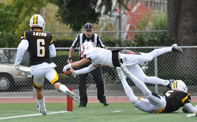 V Football | Pacific Lutheran | 10-1-16
