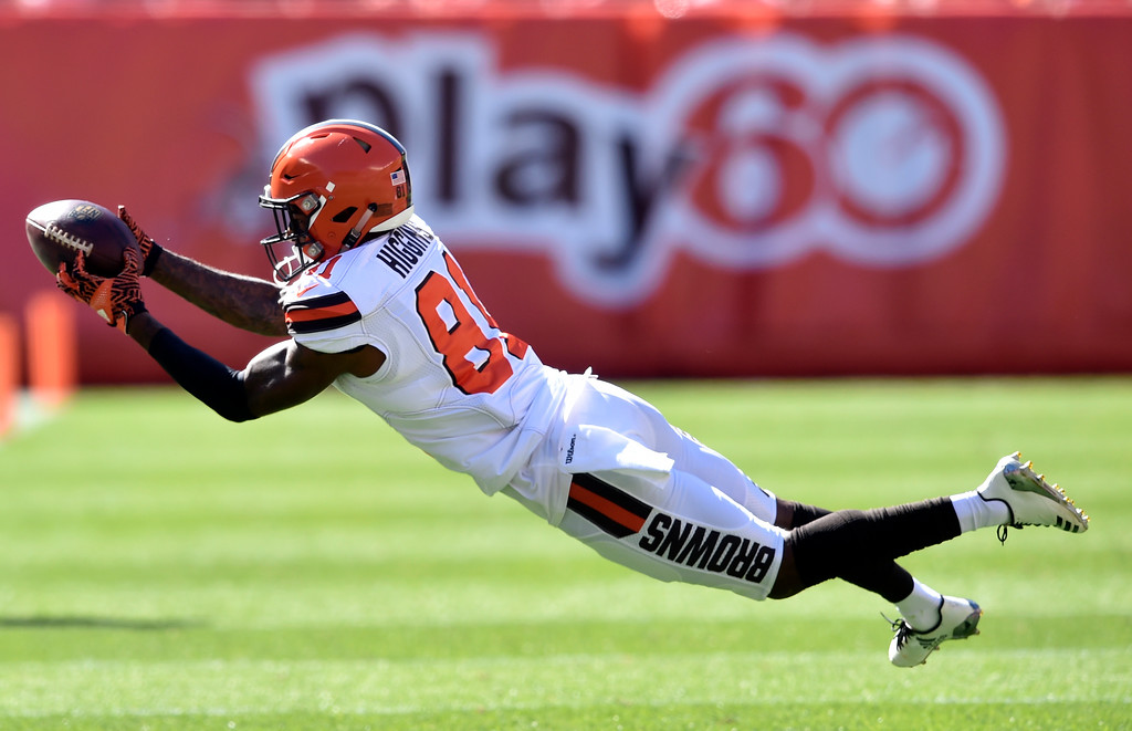. Cleveland Browns wide receiver Rashard Higgins (81) dives for a pass in the first half of an NFL football game against the Cincinnati Bengals, Sunday, Oct. 1, 2017, in Cleveland. (AP Photo/David Richard)