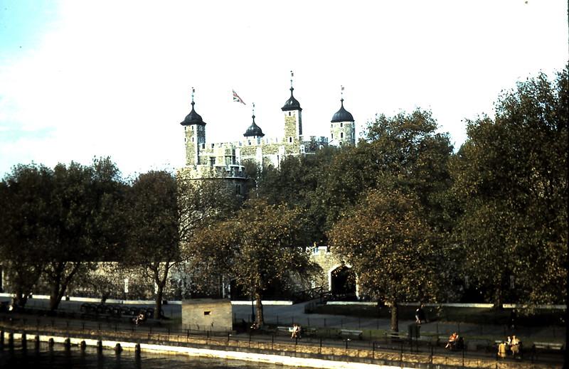 1959-11-1 (5) The Tower, London.JPG