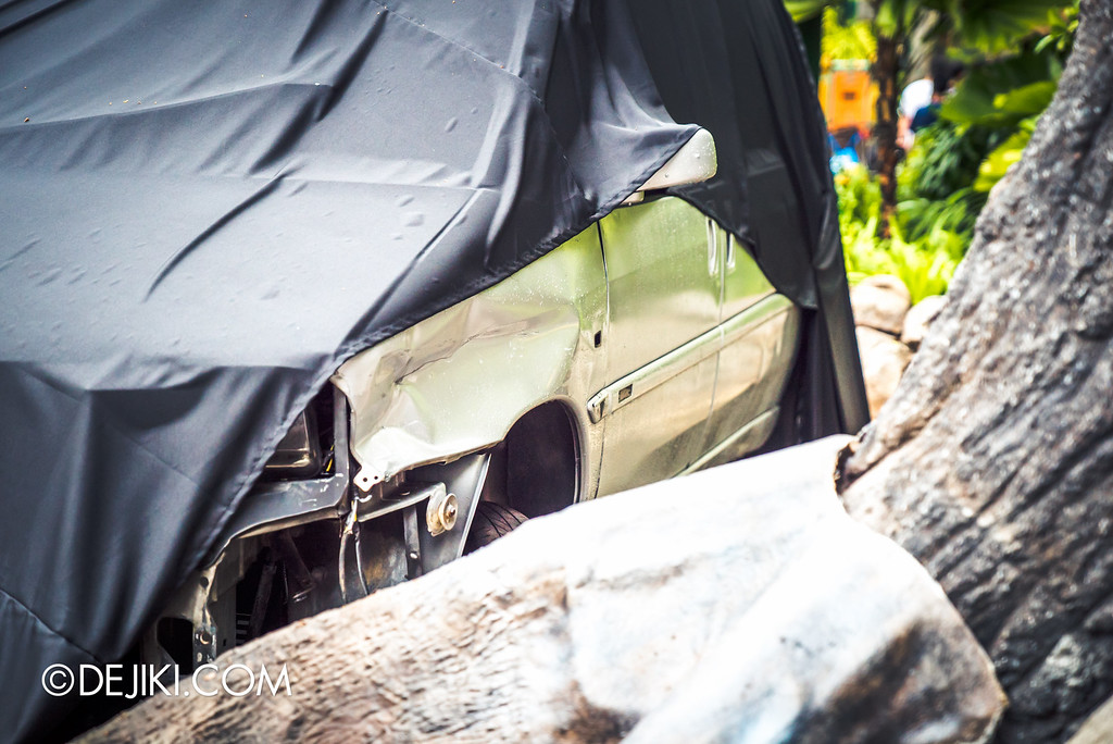 Universal Studios Singapore - Halloween Horror Nights 6 Before Dark Day Photo Report 2 - Suicide Forest abandoned car 3