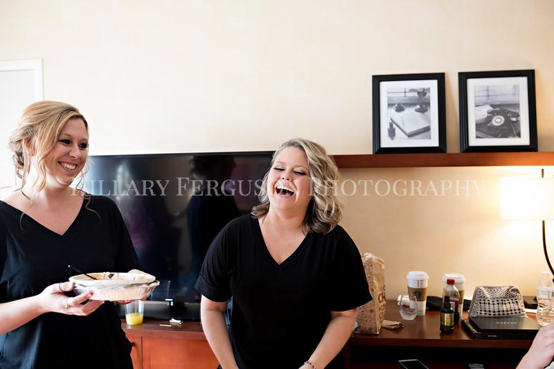 Hillary_Ferguson_Photography_Melinda+Derek_Getting_Ready035.jpg