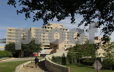 patients-avoiding-dallas-hospital-where-ebola-hit