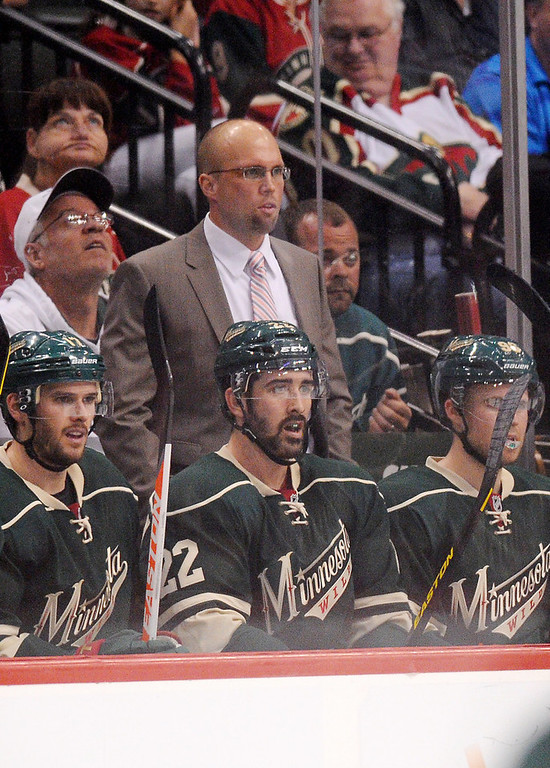 . Minnesota head coach Mike Yeo and his players watch as the Blackhawks celebrate their third goal in the third period. (Pioneer Press: John Autey)