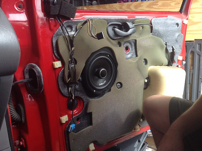 2001 Ford Focus SE Front Door Speaker Installation - USA