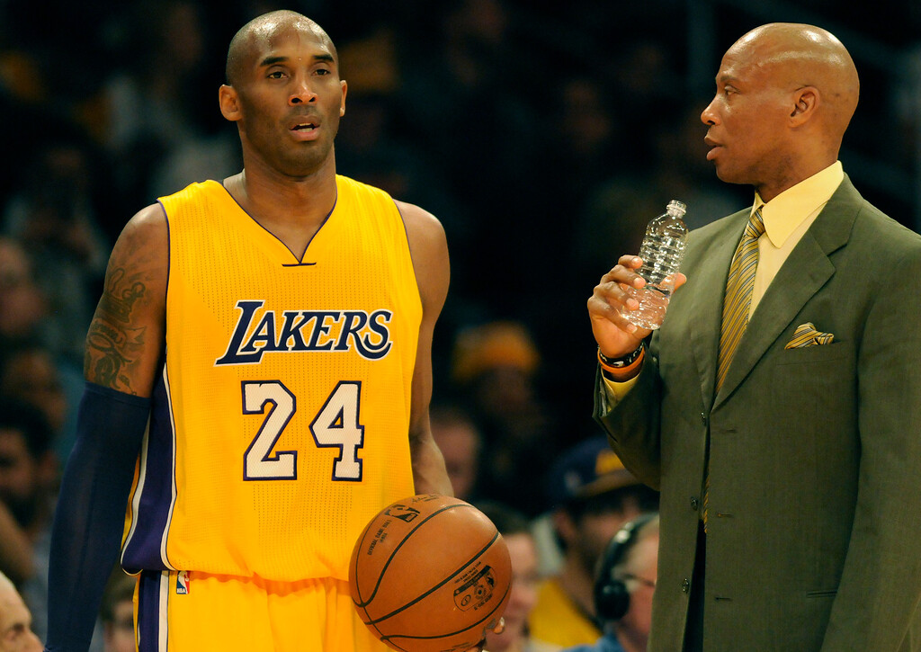 . Los Angeles Lakers forward Kobe Bryant #24 and Los Angeles Lakers head coach Byron Scott in the 2nd quarter. The Los Angeles Lakers played the New Orleans Pelicans in a game at Staples Center in Los Angeles, CA 1/12/2016 (photo by John McCoy/Los Angeles News Group)